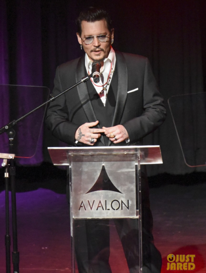 Johnny Depp presenting the award for Dior at the Hollywood Beauty Awards 2016
