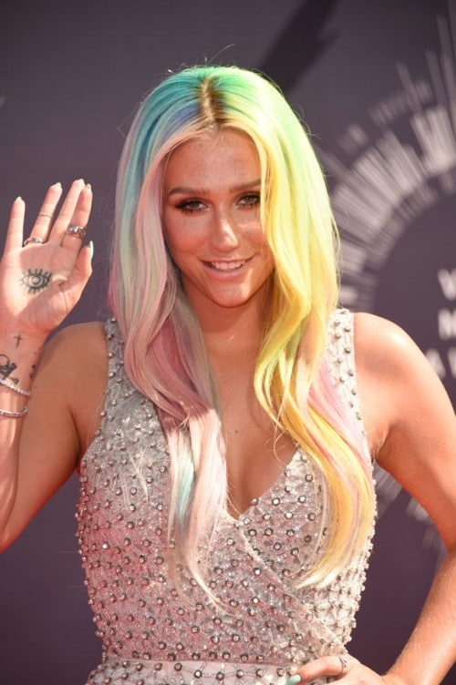 kesha-iles-formula-hair-rainbow-coloured