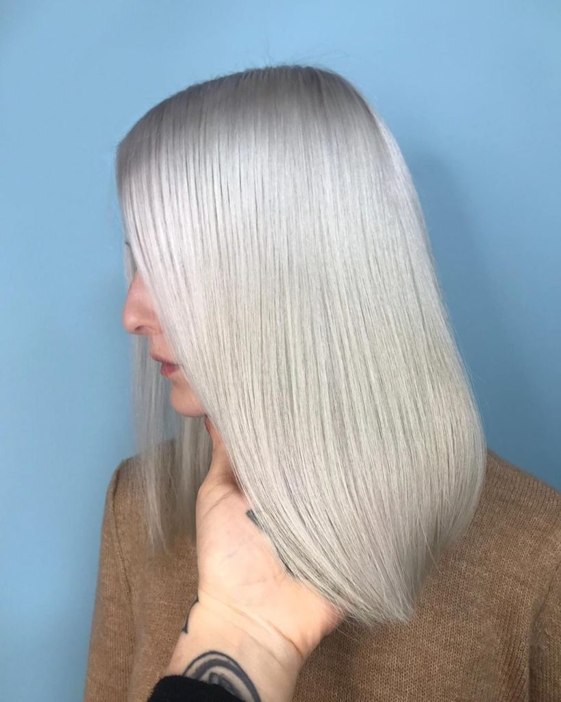 Creamy blonder - hair color 2019 - fall color 2019 - shoulder lenght