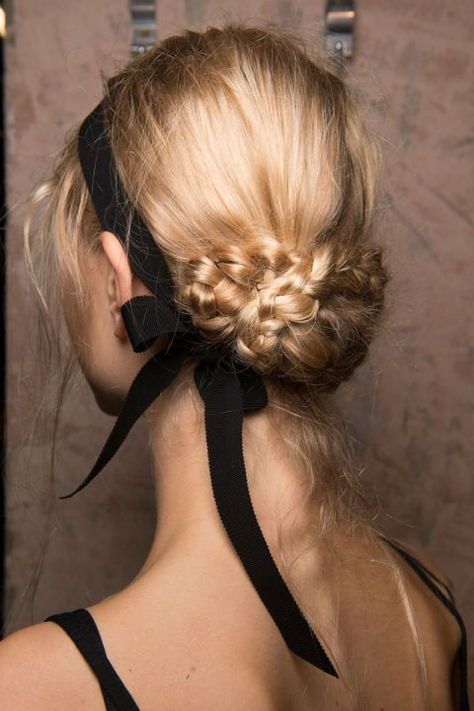 Christmas hair - Christmas hairstyles - 2020 hairstyle trend - fancy holiday hairstyles - really easy hairstyles - half up hair style - blonde braids - black ribbon