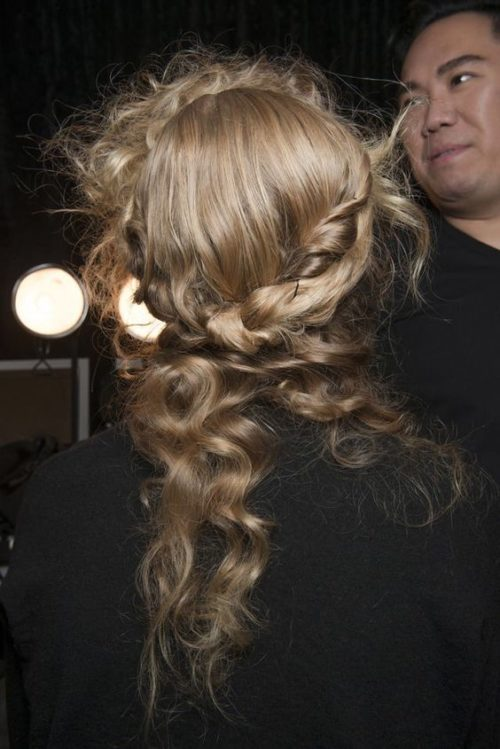 Christmas hair - Christmas hairstyles - 2020 hairstyle trend - fancy holiday hairstyles - really easy hairstyles - half up hair style - blonde tousled braids