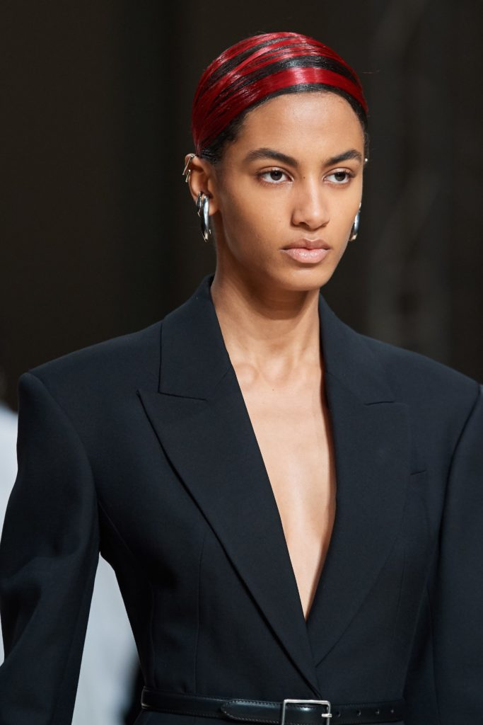 2020 long hairstyles - hair trend 2020 - Sleek hair - sleek ponytail - alexander mcqueen
