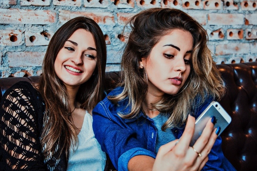 show-your-gorgeous-self-5-tips-for-a-perfect-selfie