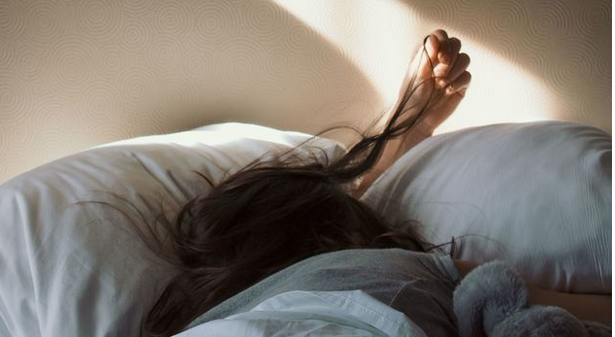 4-reasons-why-you-are-losing-your-hair-best-mattresses-to-improve-sleep-quality