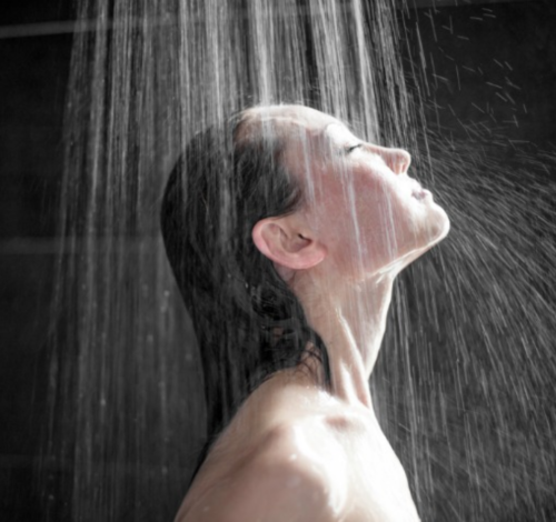 Keeping-hair-cleamn-and-healthy-while-showering